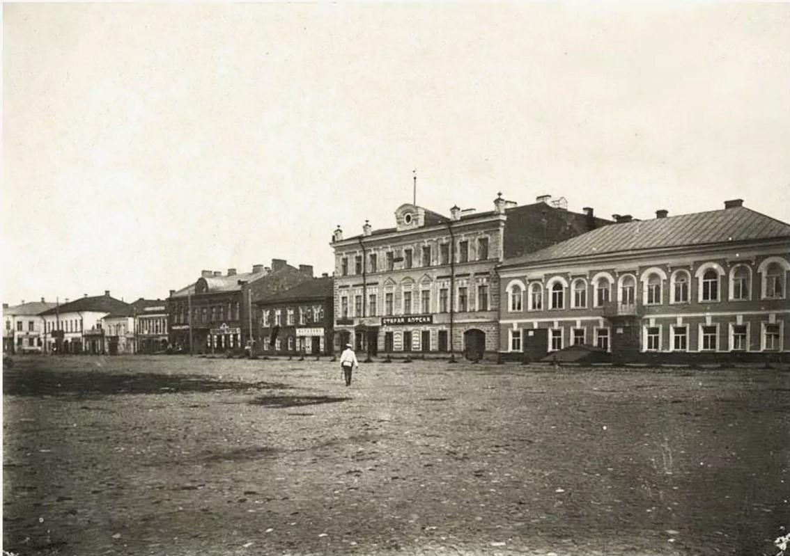 Площадь у собора