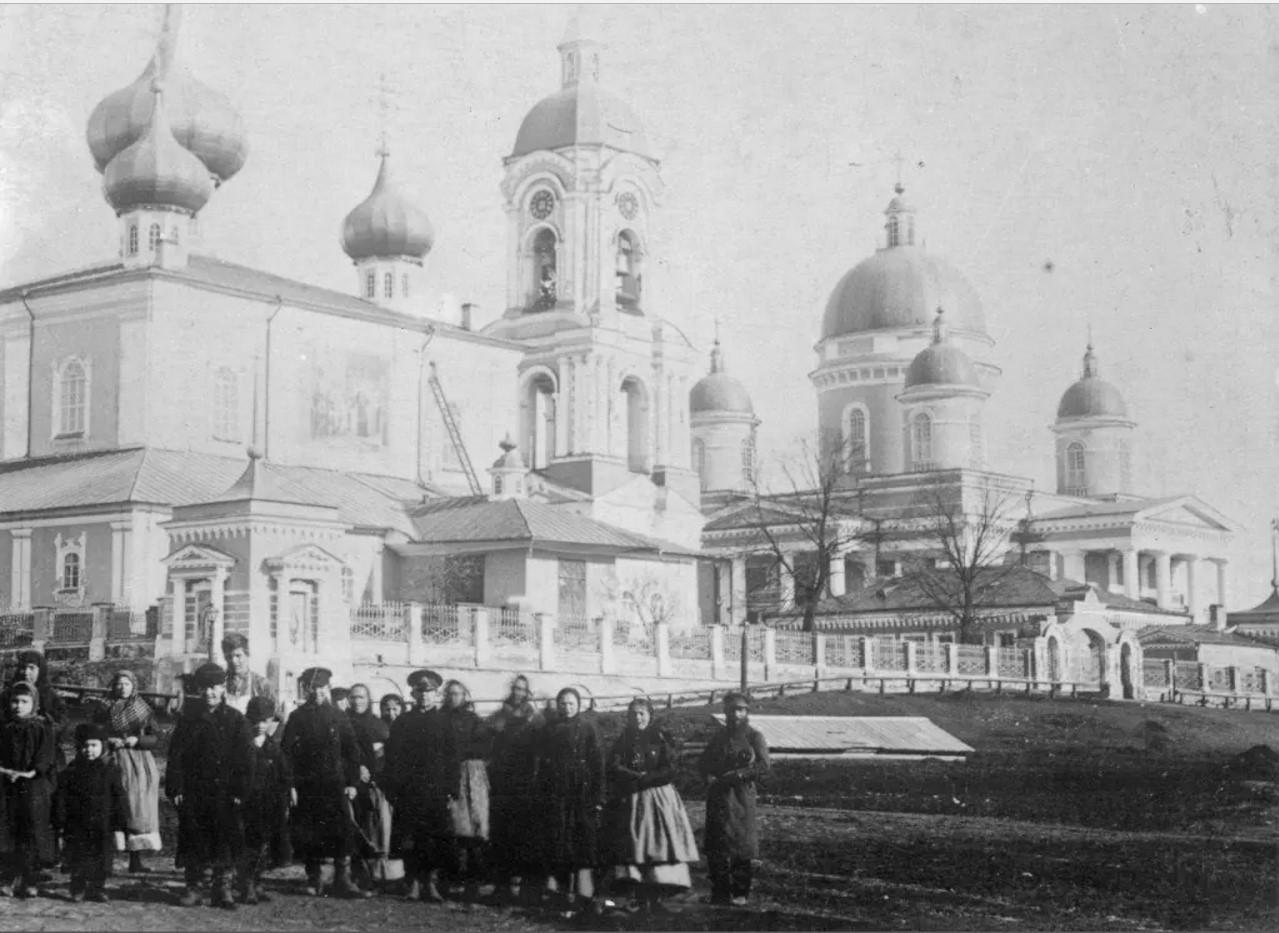 У Введенского собора