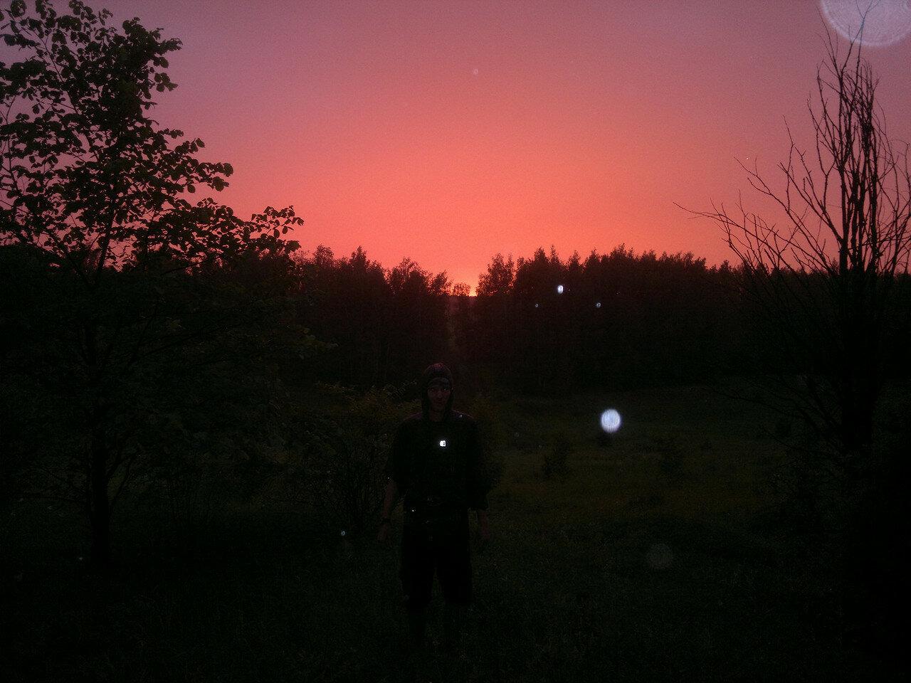 красное небо сквозь дождь