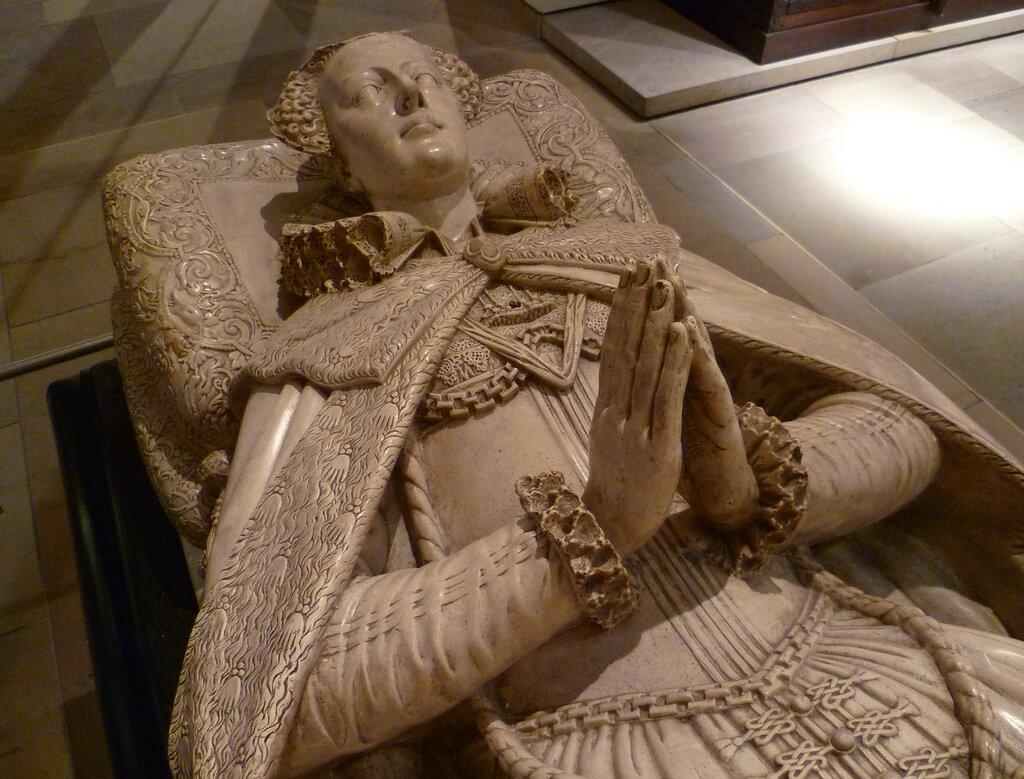 Tomb_effigy_of_Mary,_Queen_of_Scots_(copy).jpg