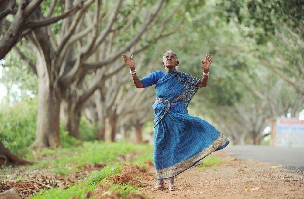 У 105-летней женщины не было детей, и тогда она стала мамой 300 деревьям