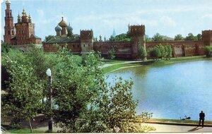 Москва. Новодевичий монастырь. Фото Н. Грановского. Советский художник, Москва, 1968.jpg