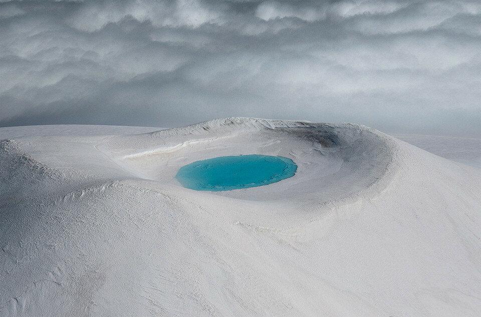 Озеро внутри кратера, Исландия