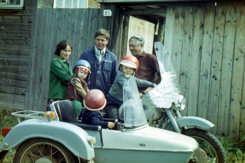 Воткинск, мб 1979 г. Тут я за рулем, Наташа на заднем сиденье, брат в коляске