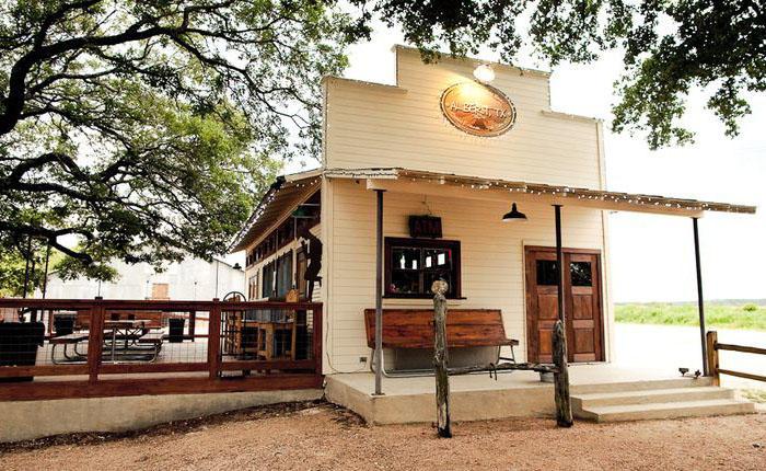 11. Альберт, Техас Изначально этот небольшой городишко всего с пятью жителями был куплен в 2004 году