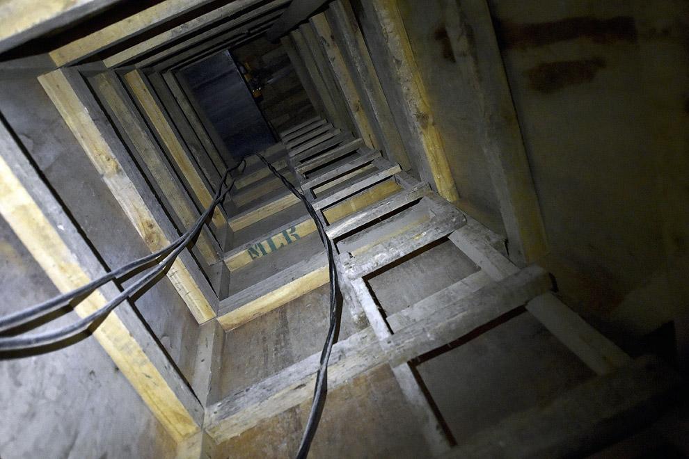 14. Внутри заброшенного дома. (Фото Edgard Garrido   Reuters):