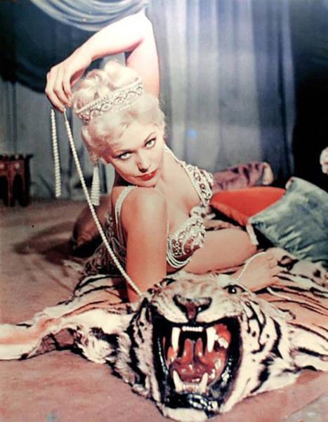 7. Бетти Пейдж, 1956