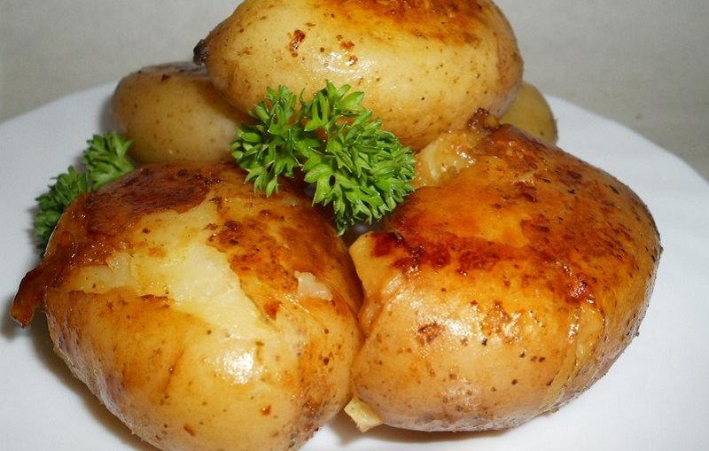 «Тающий» картофель готов! Казалось бы, обычное блюдо, но какое исполнение! А добавки к такой кар