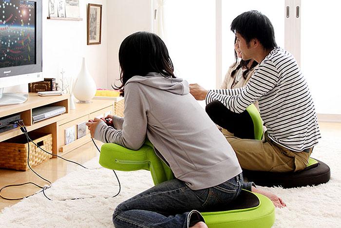 Японцы придумали гениальное кресло для геймеров (4 фото)