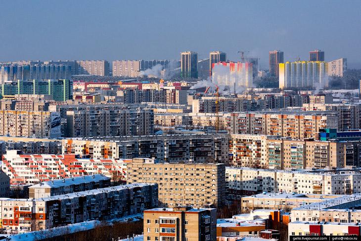 2. По данным на 2016 год, население Сургута составляет около 348 тысяч человек.