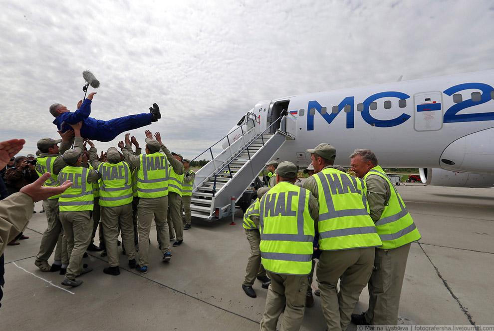 33. Самолет МС-21-300 – пассажирский самолет нового поколения вместимостью от 163 до 211 пассаж