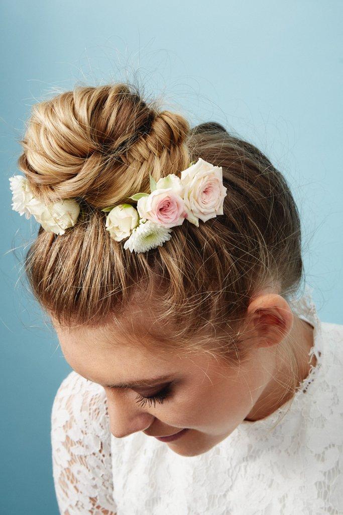 свадебные-прически-с-цветами14.jpg