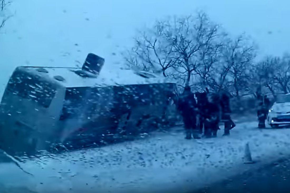 В РФ автобус сдетьми столкнулся сфурой