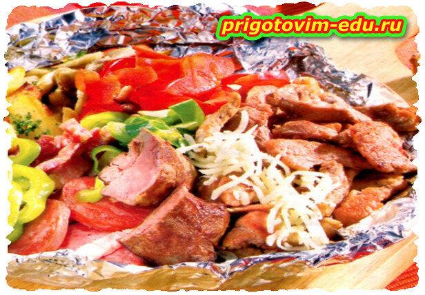 Ароматное мясо в мешочках из фольги на гриле