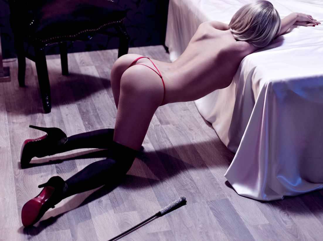 seksualnie-kolenochki-onlayn-vozbuzhdayushee-telo-zhenshini-foto