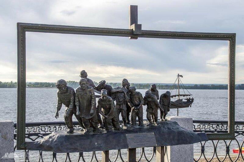 Памятник Бурлаки на Волге. Самара.jpg