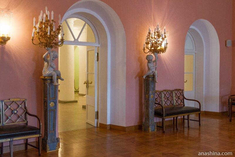 Холл, Петровский путевой дворец
