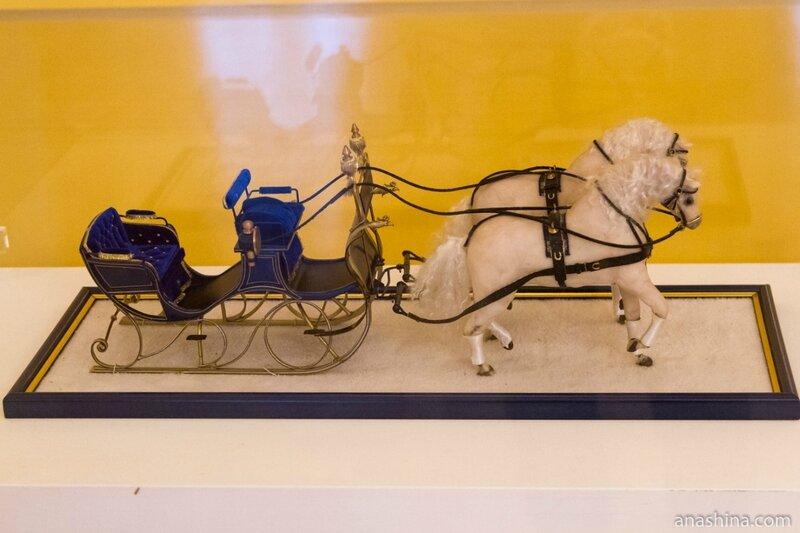 Сани, запряженные парой лошадей