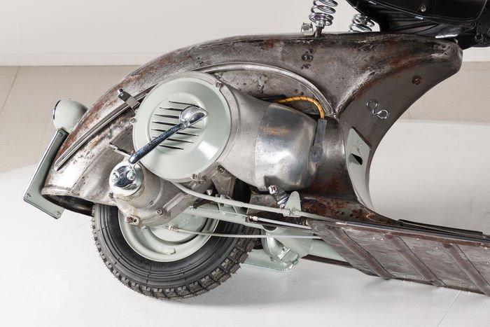 Самый старый скутер Vespa продают с аукциона