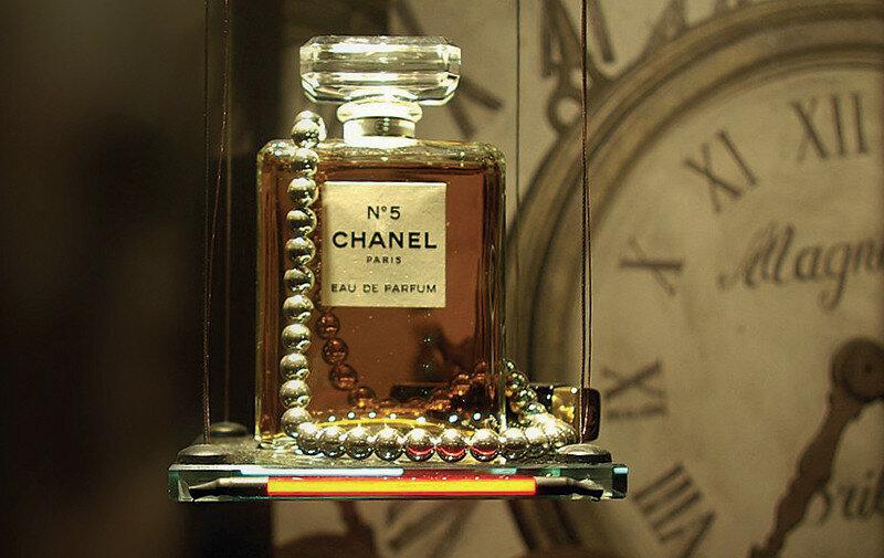 фото самого первого парфюма может превратит красотку