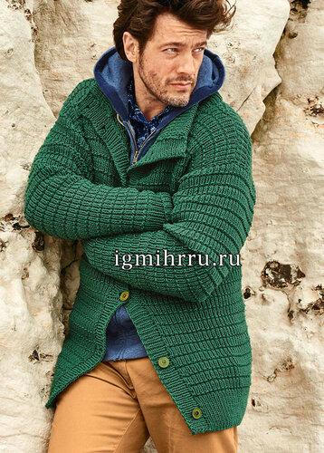Зеленый мужской жакет с рельефным узором. Вязание спицами