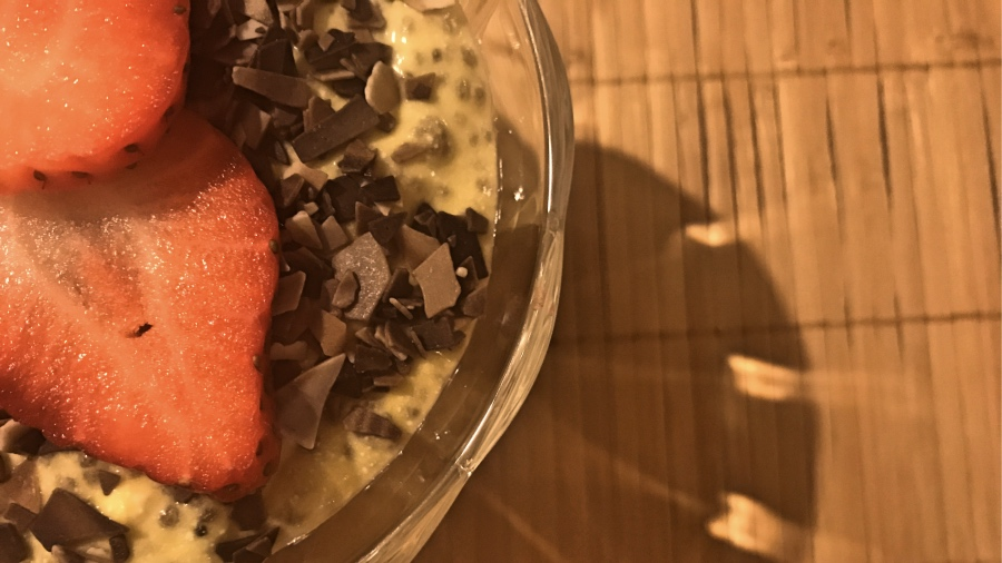 Манговый десерт с чиа