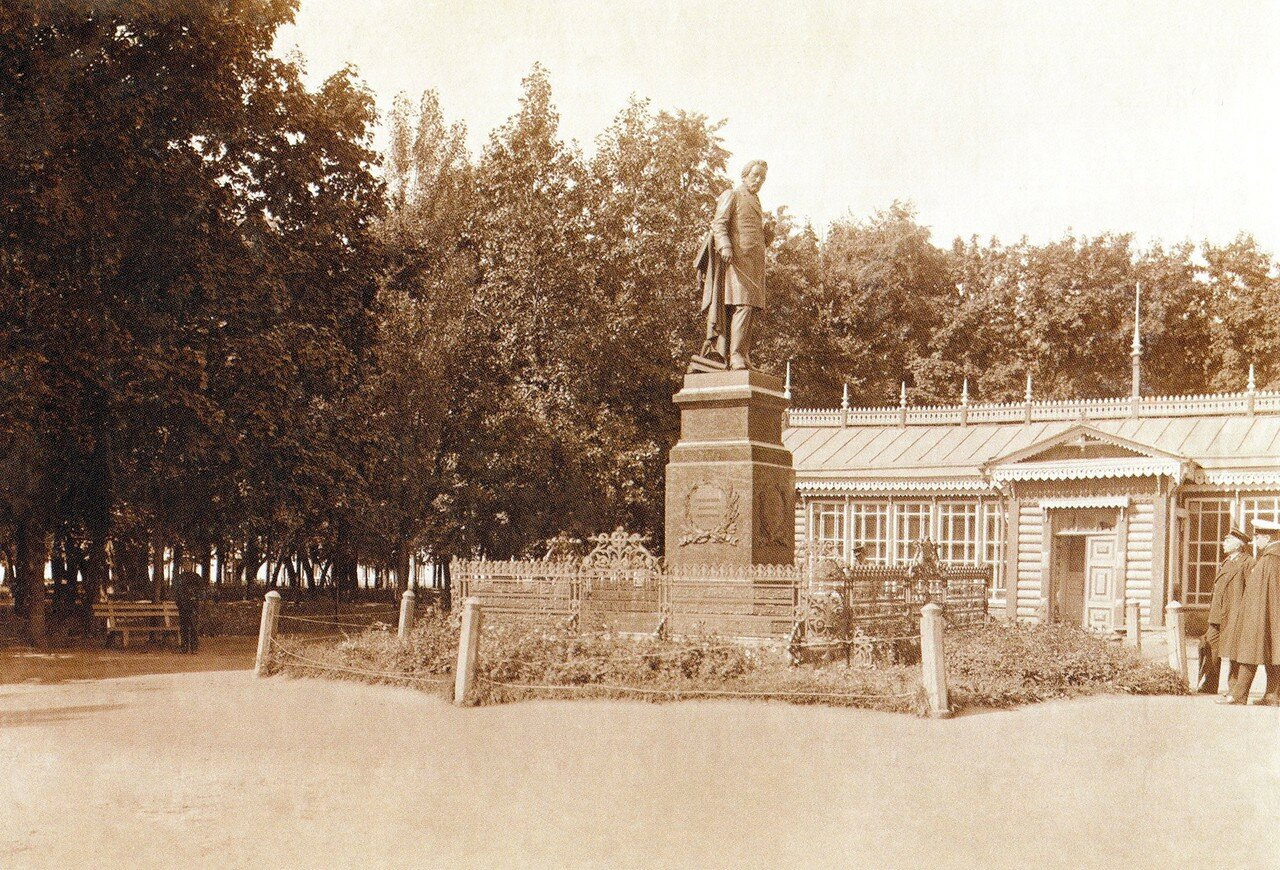 Памятник М.И. Глинке в саду Блонье. 1912
