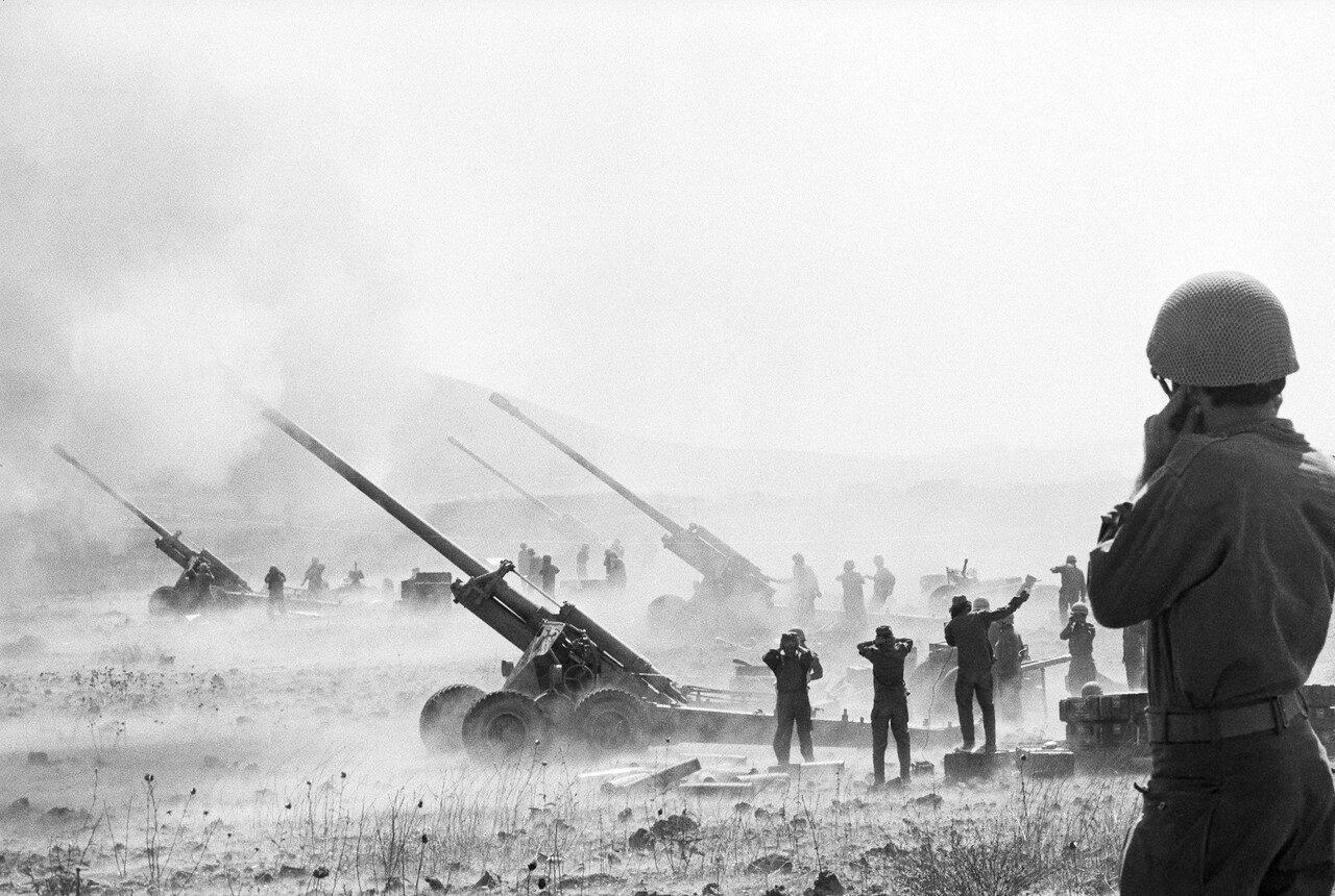Израильская артиллерия ведет огонь по сирийским позициям