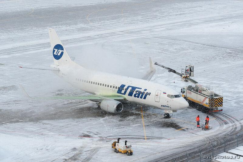 Boeing 737-524 (VQ-BJV) UTair 033_D706981