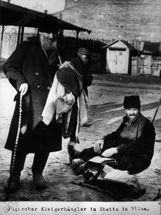 Jьdischer Kleiderhдndler Wilna / 1915 - Jewish clothes seller Wilna / 1915 -