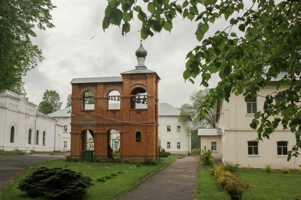 Свято-Введенский островной монастырь в Покрове