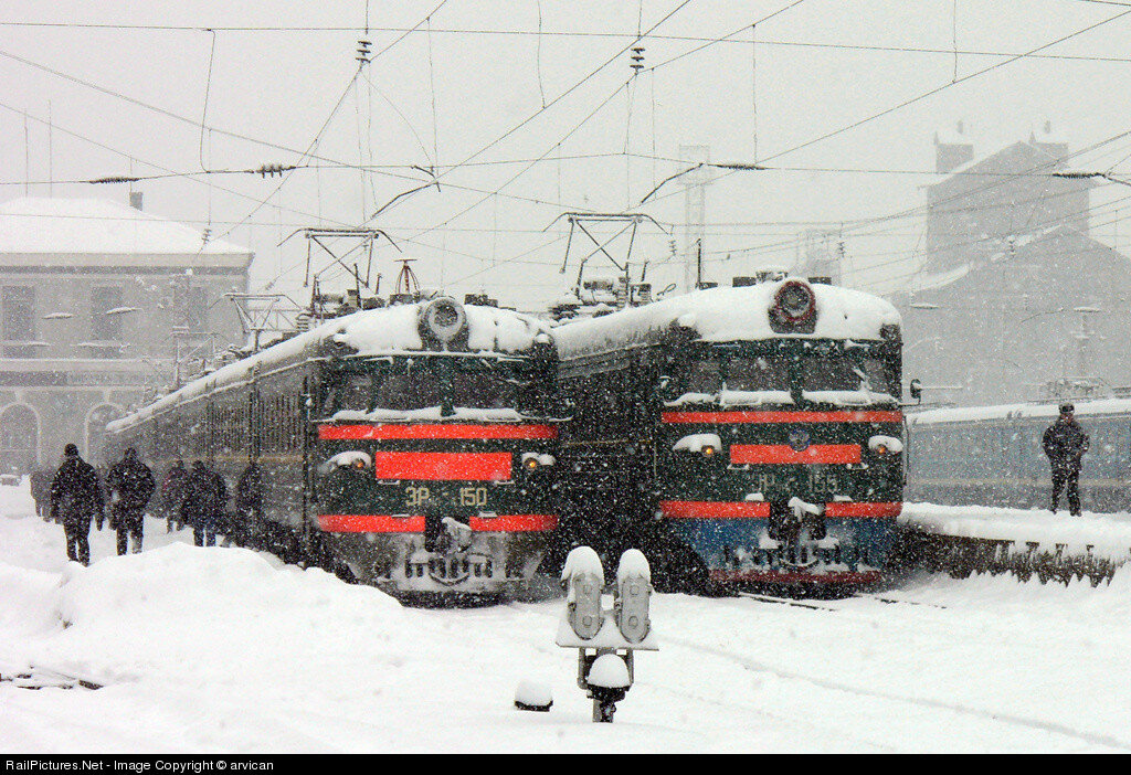 RZD ER9P #150, #155, Michurinsk, Russia, December 19, 2005.