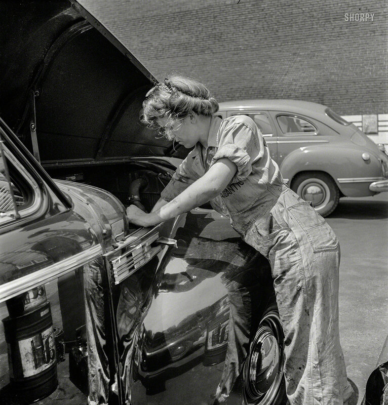 June 1943. Philadelphia, Pennsylvania. Miss Natalie O'Donald, attendant at the Atlantic Refining Company garages.