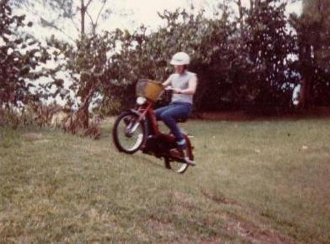 © imgur  Виюле 1975 года 17-летний житель Бермудских островов Эрскин Лоуренс Эббин ехал подо