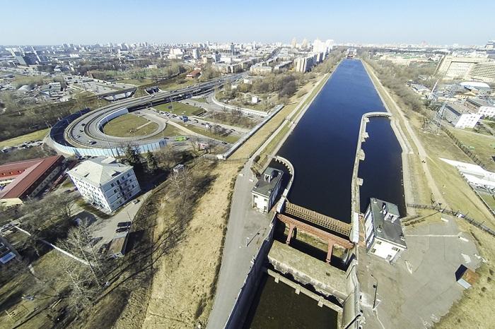 Участок канала им. Москвы между шлюзами №7 и №8.