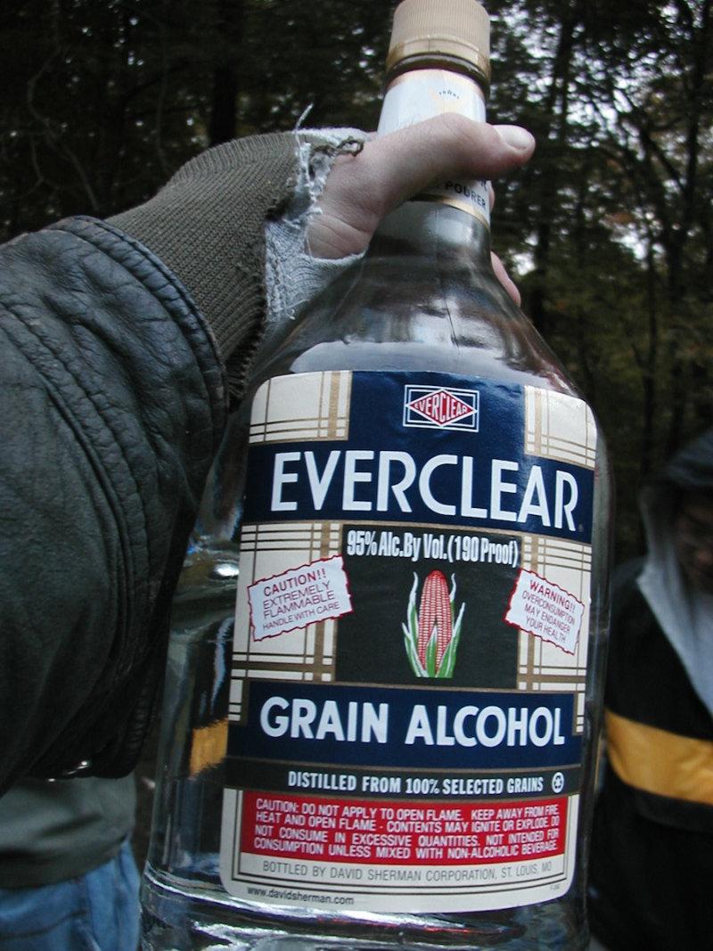 Everclear— это самый крепкий ликёр вмире. Поскольку концентрация спирта вэтом ликёре— 95%, в