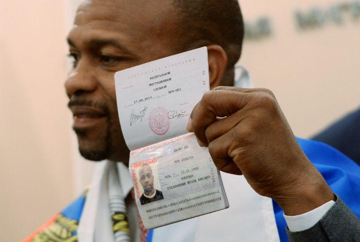 Американский профессиональный боксер, абсолютный чемпион мира в полутяжелой весовой категории. В 201