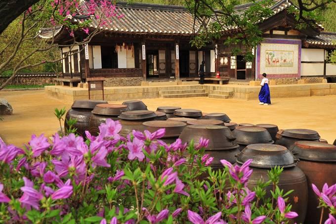 10. Обманите свои глаза в музее иллюзий В 2010 году в молодежном районе Сеула Хондэ был открыт музей