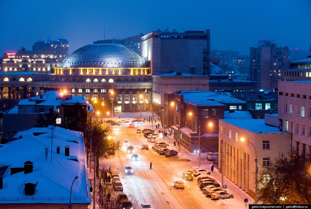 35. Ипподромская магистраль, один из самых активно застраиваемых участков Новосибирска.