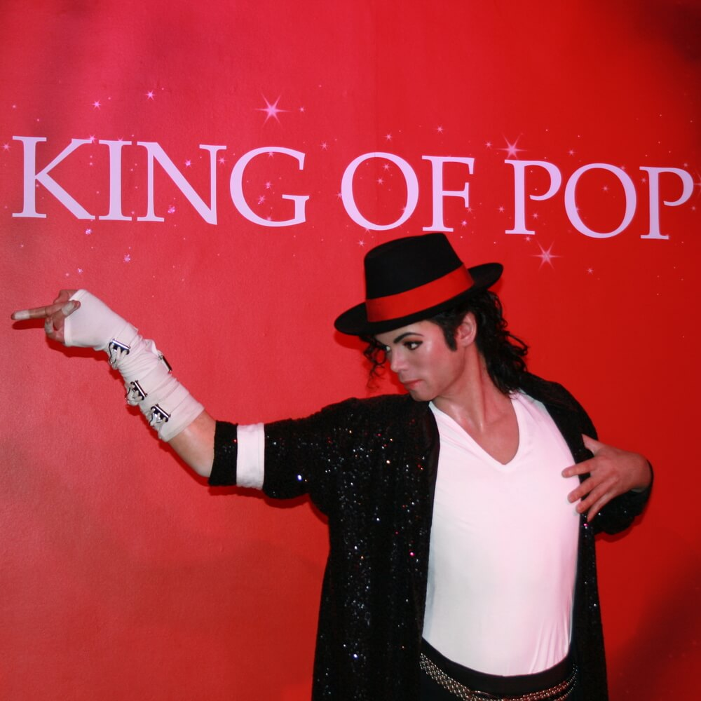 Майкл Джексон возглавил список самых богатых ушедших известных людей
