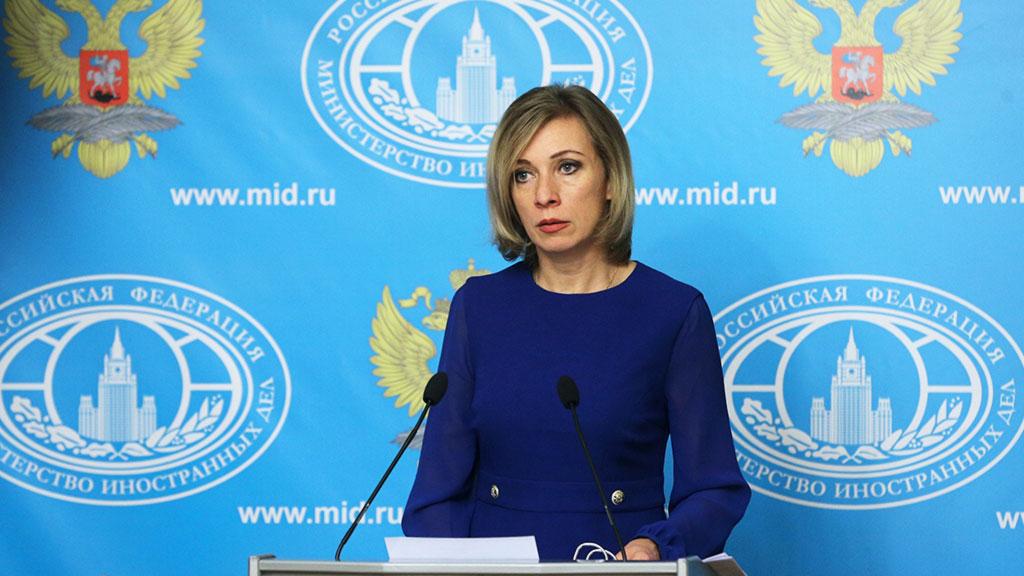 Русские СМИ похвастались Захаровой, пьющей водку вмузее— Это многое объясняет
