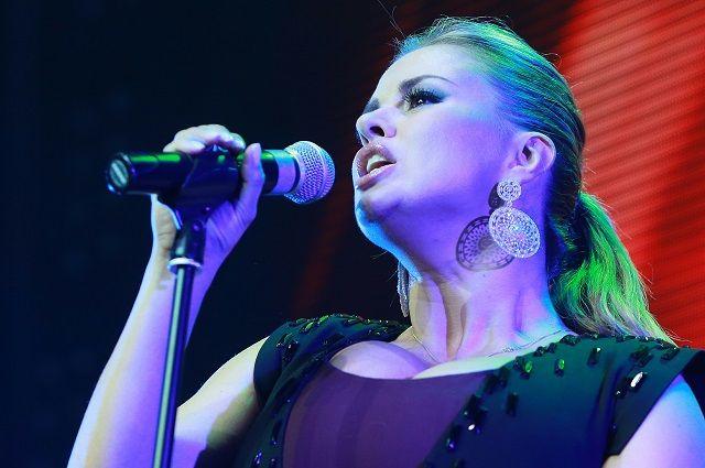 Известная эстрадная певица прогулялась понабережной вКузбассе