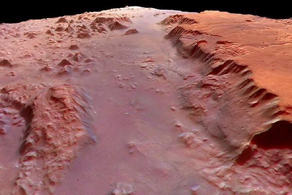 ЕКА показала навидео русло древней реки наМарсе