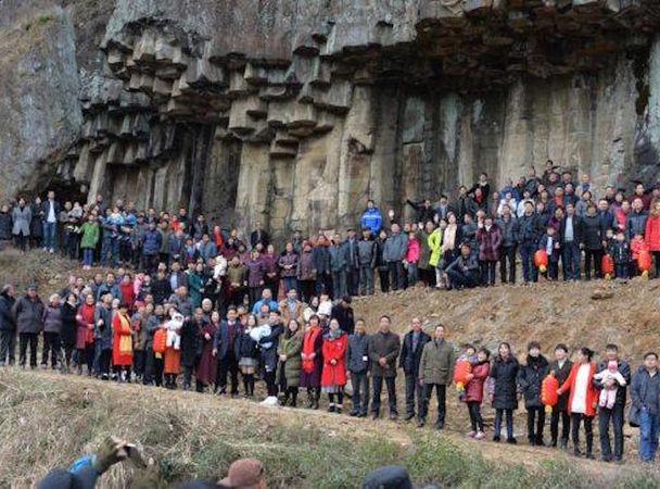 В КНР дрон запечатлел семью из500 человек водном эпизоде