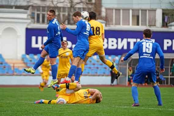 Сборная Крыма пофутболу провела 1-ый официальный матч