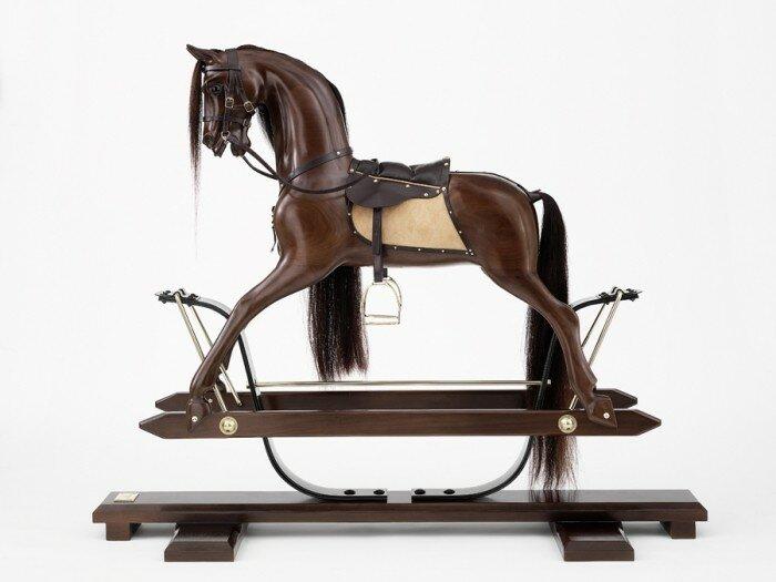 Авторы игрушки для принца Джорджа отлили в серебре коня за 122 тысячи долларов