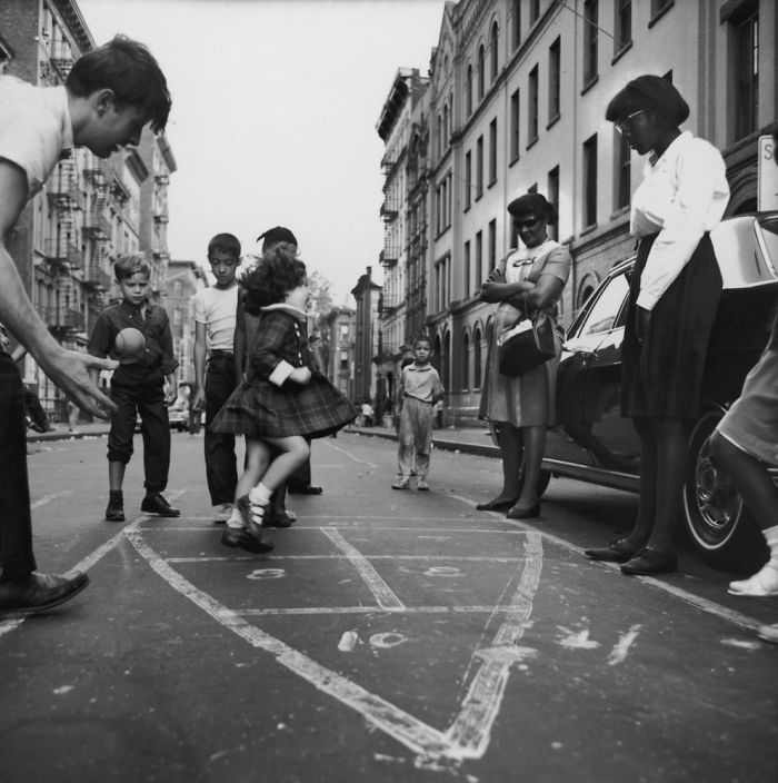 historical-children-playing-photography-58a4176375750__700(1).jpg