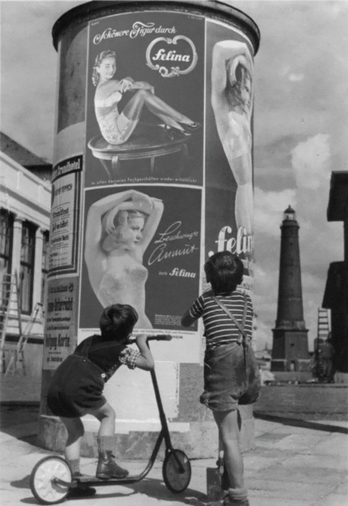 historical-children-playing-photography-127-58ac1439e4d94__700.jpg
