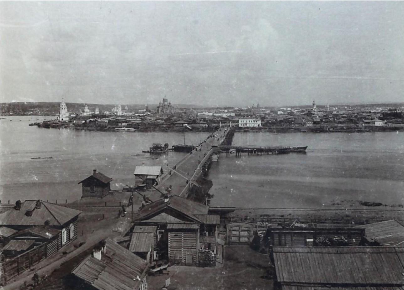 Вид из Глазковского предместья. Николаевский понтонный мост, часть города от Чудотворской до Троицкой церквей