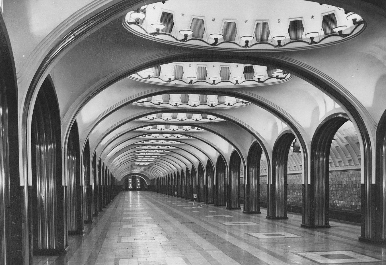 Платформа станции  метро «Площадь Маяковского»